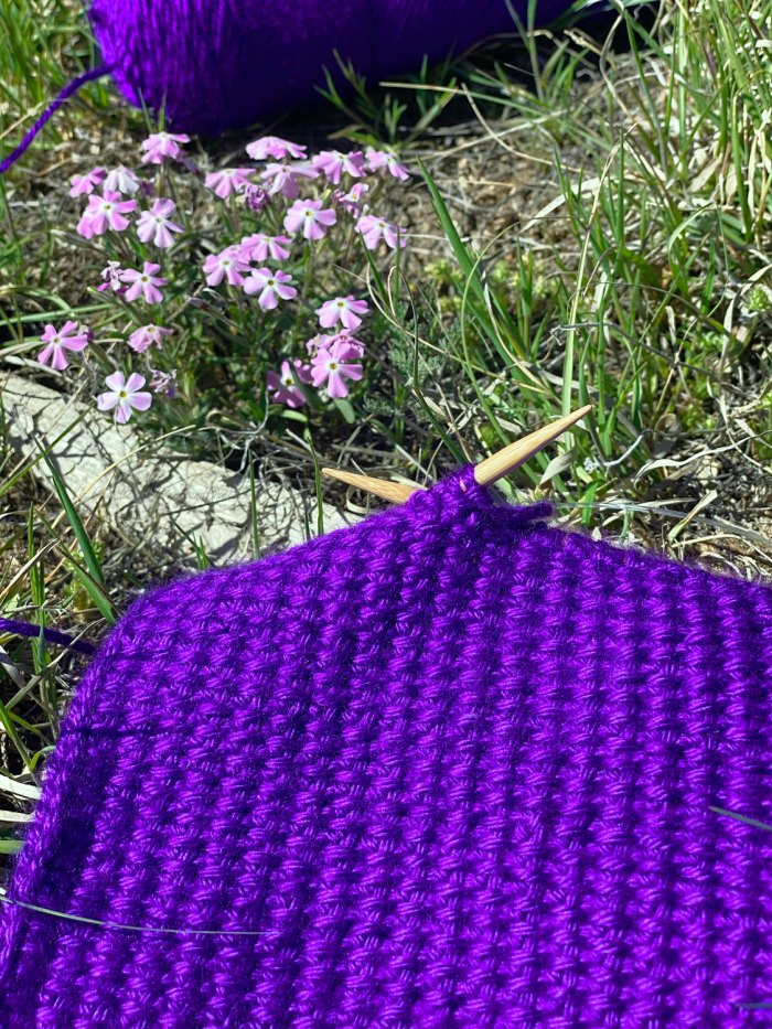 Slipped Stitches Scarf - a free textured scarf knitting pattern from Liz Chandler @PurlsAndPixels.