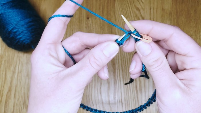 Step 7: Knit in the round on circular needles - a knitting lesson with Liz Chandler @PurlsAndPixels.