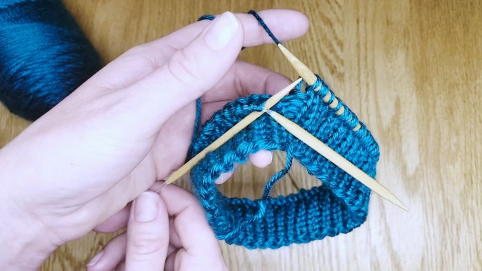 Step 4: Switching needle sizes while knitting in the round on circular needles - a lesson with Liz Chandler @PurlsAndPixels.