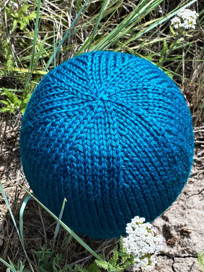 Learn to close hat tops in this knitting lesson from Liz Chandler @PurlsAnd Pixels.