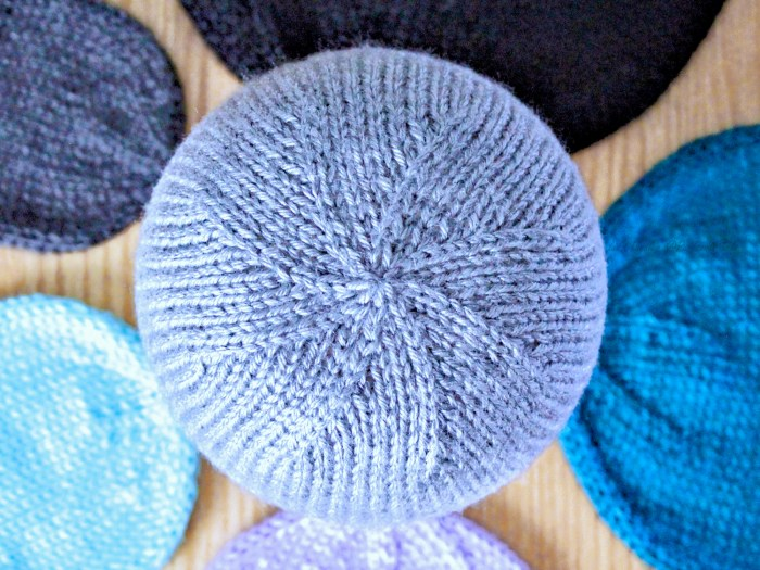 Learn to knit two together decrease (k2tog) in this lesson with Liz Chandler @PurlsAndPixels.
