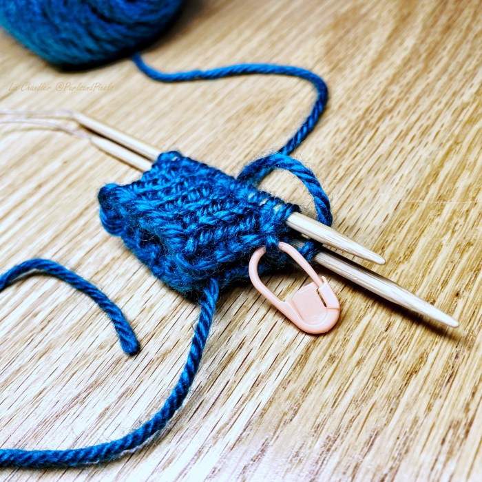 Keep track of rows/rounds when knitting in the Magic Loop - a knitting lesson from Liz Chandler @PurlsAndPixels.