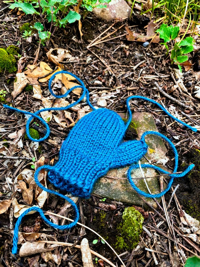 Learn to use the yarn tails to finish knit mittens while you weave in your loose ends in this knitting lesson with Liz Chandler @PurlsAndPixels.