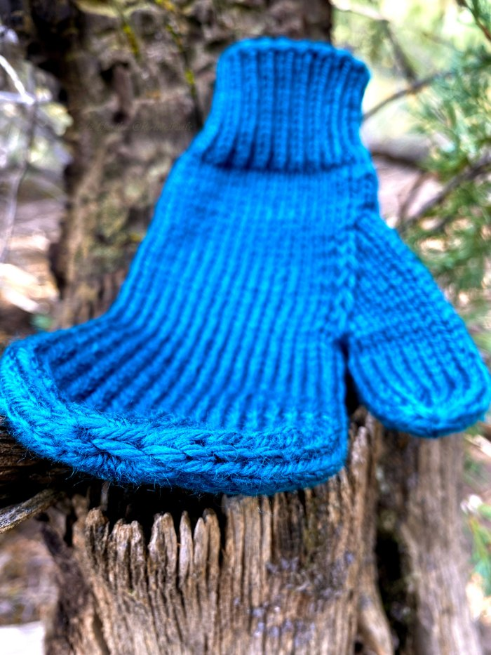 Learn to weave in the loose ends and finish mitten fingertips in this knitting lesson with Liz Chandler @PurlsAndPixels.