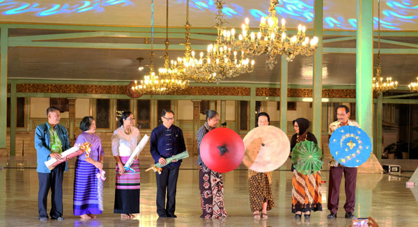GKP Mangkunagoro IX membuka Festival Payung