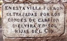 Inscripción que rememora la afrenta de Corpes