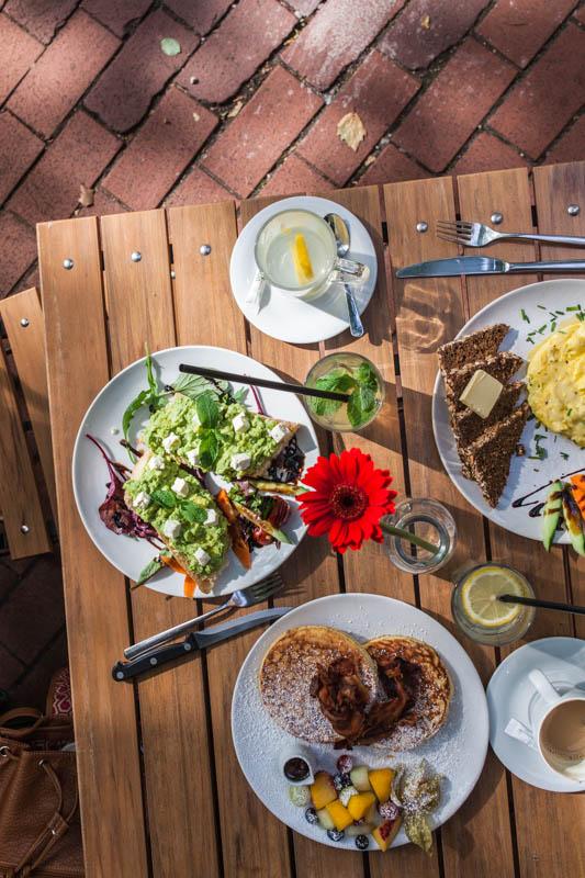 Restaurant Guide Hamburg: Frühstück im Café von der Motte in Ottensen, Hamburg Altona. Mehr auf Purple Avocado / Sabrina Dietz #restaurant #hamburg #frühstück #tips #städtetrip #food #foodstyling