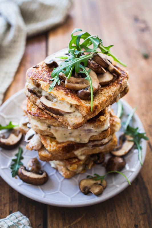 Savoury French toast? Yes please! This hearty version doesn't have to hide in front of its sweet brother. We're going all savoury and umami with fried mushrooms, melted cheese and a hint of cashew butter. Perfect for a long and cozy Sunday breakfast. #breakfast #frenchtoast #vegetarian