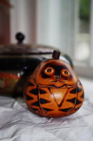 A gourd box.