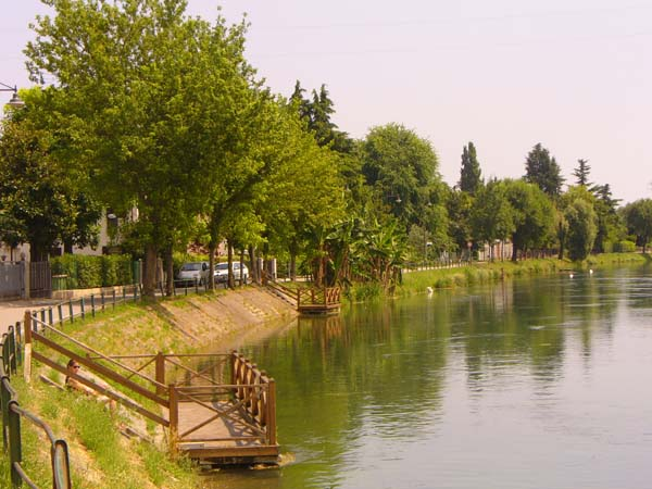 Panoramica della restera di Via dell'Alzaia, lungo Sile a Treviso