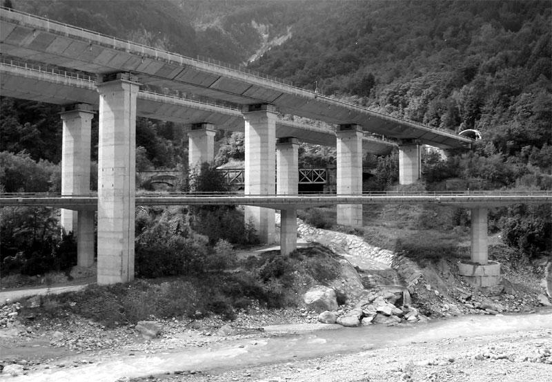 Corridoio infrastrutturale della Val Canale-Canal del Ferro visto dalla vecchia ferrovia Pontebbana