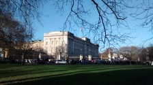The crowd gathering in front of the Buckingham Palace to observe the 'change of guards' ceremony