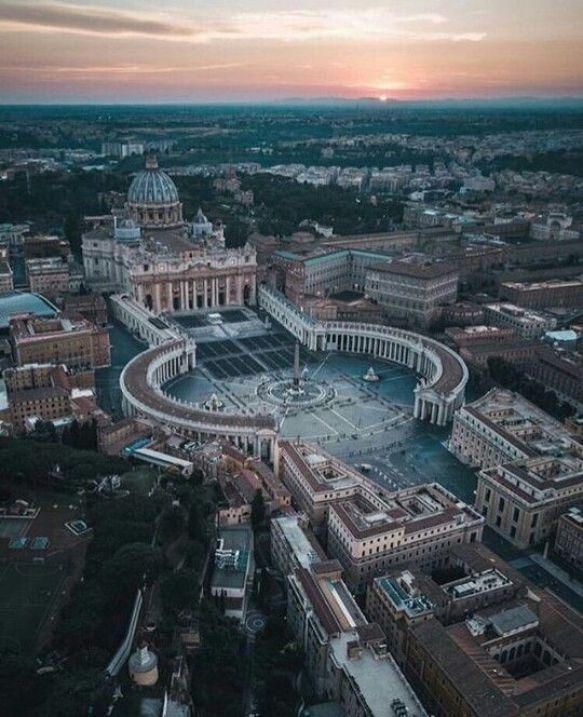 Vatikan sınırlarını anlamak için en iyi yöntem yukarıdan görmek.