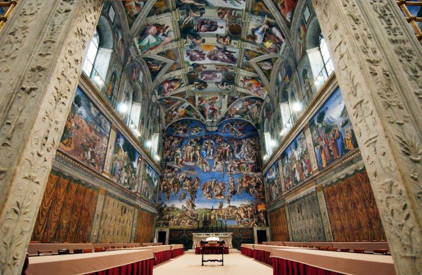 Vatikan da görülmesi gereekn en önemli yer Sistine şapelidir.
