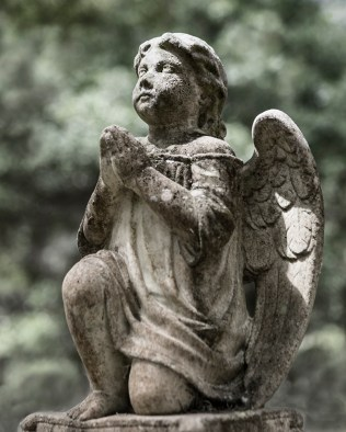 photo of Angel on a tombstone at West View Cemetery, Palatka, FL