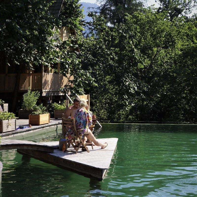 Uživanje na pontonu bazena