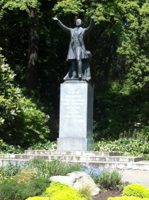 Statue of Lord Stanley at the entrance to his park