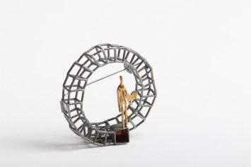 Simeon Shomov ''Labirints'', piespraude - sudrabs 925', zelta pārklājums 24k, melnais oksidējums, 700 grādu stikla emalja