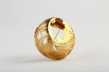 YASUKO KANNO, brooch 2019, gilded silver 925