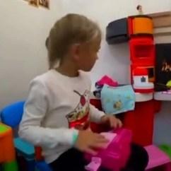 Childrens Play Kitchen Display System 儿童游乐场视频 腾讯视频 小女孩在室内儿童游乐场 骑摩托车 弹钢琴 玩厨房玩具