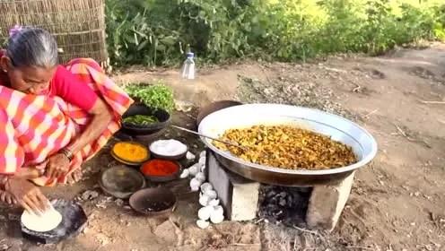 kitchens of india kitchen base cabinet depth 印度厨房 腾讯视频 实拍印度老奶奶摊大饼网友 全世界欠印度一个厨房