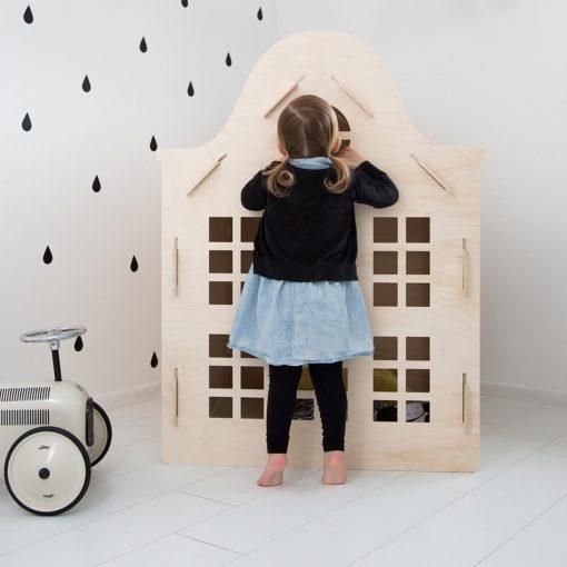 houten-speelhuisje-voor-binnen-klokgevel-staand-puurvangeluk