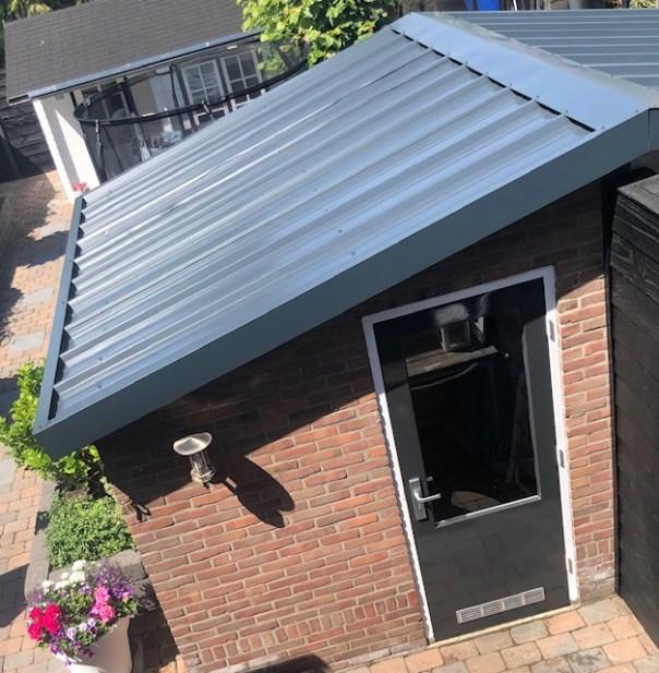 dakpanelen-schuur-duurzame-dakbedekking-isolatie-puurvangeluk