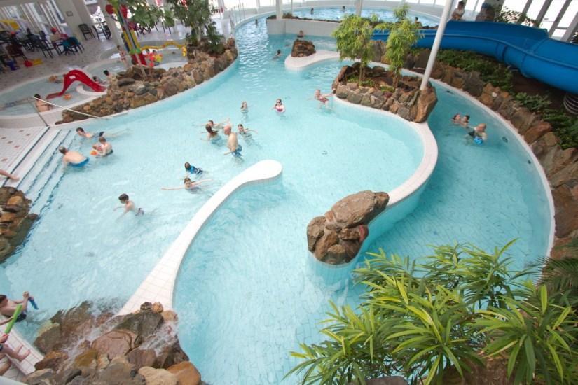 zwembad-luistert-vakantiepark-puurvangeluk