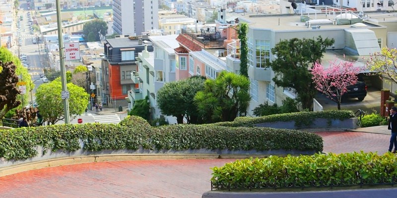 【美西自由行】舊金山九曲花街(Lombard Street).最美麗也險峻的Z型彎道