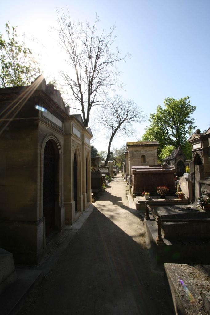 【巴黎自由行】逛墓園?!拉雪茲神父公墓