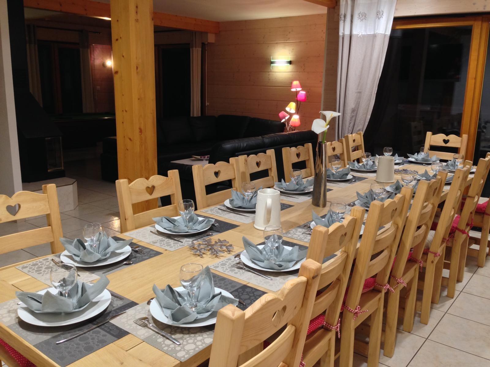unique table artisanale pour 16 personnes