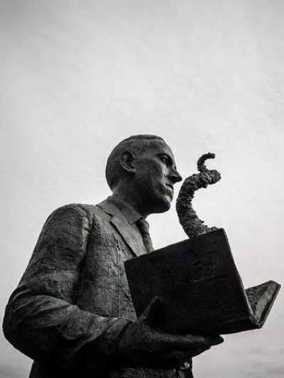 H.P. Lovecraft statue in Providence, RI