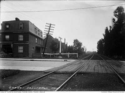 1899 Jun.4, looking s Dunn westof Dunn, just north of Springhurst Ave. The tracks in distance a horse-drawn carriage is crossing them._tn