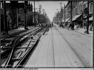 q Queen St W 1916 Brock A looking west