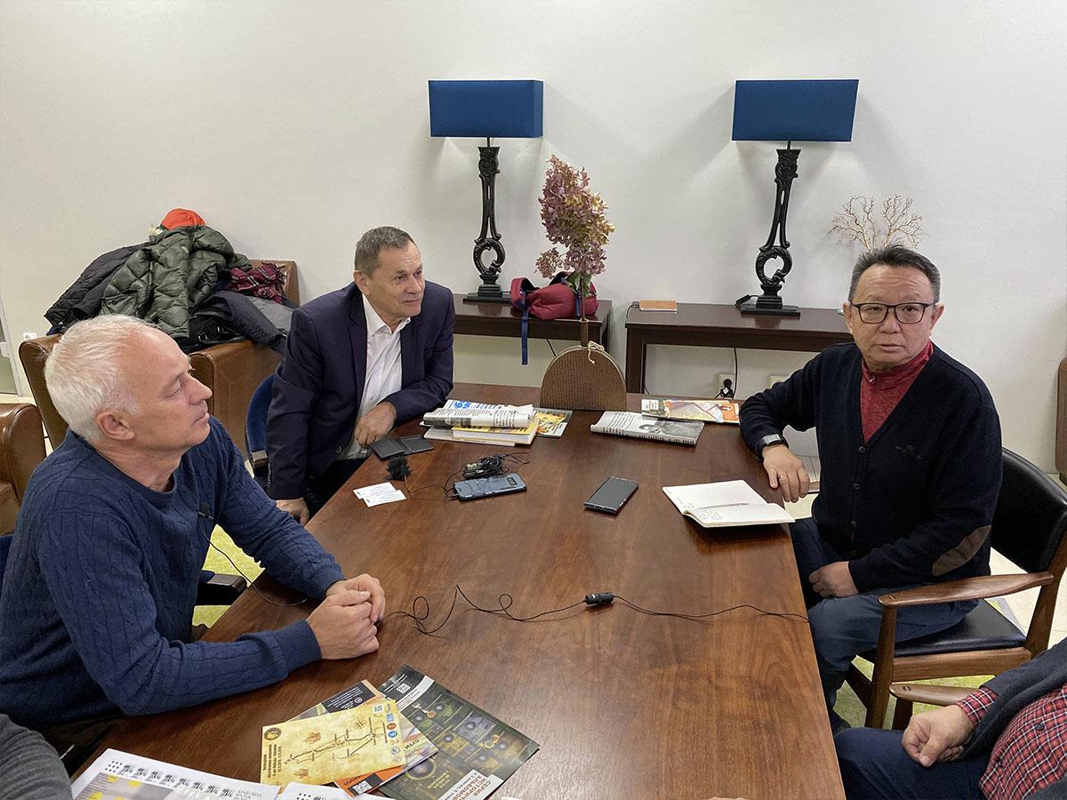 Слева направо: Николай Вишневский, Сергей Пономарев, Георгий Никонов. г. Южно-Сахалинск. 9 ноября 2019 г.