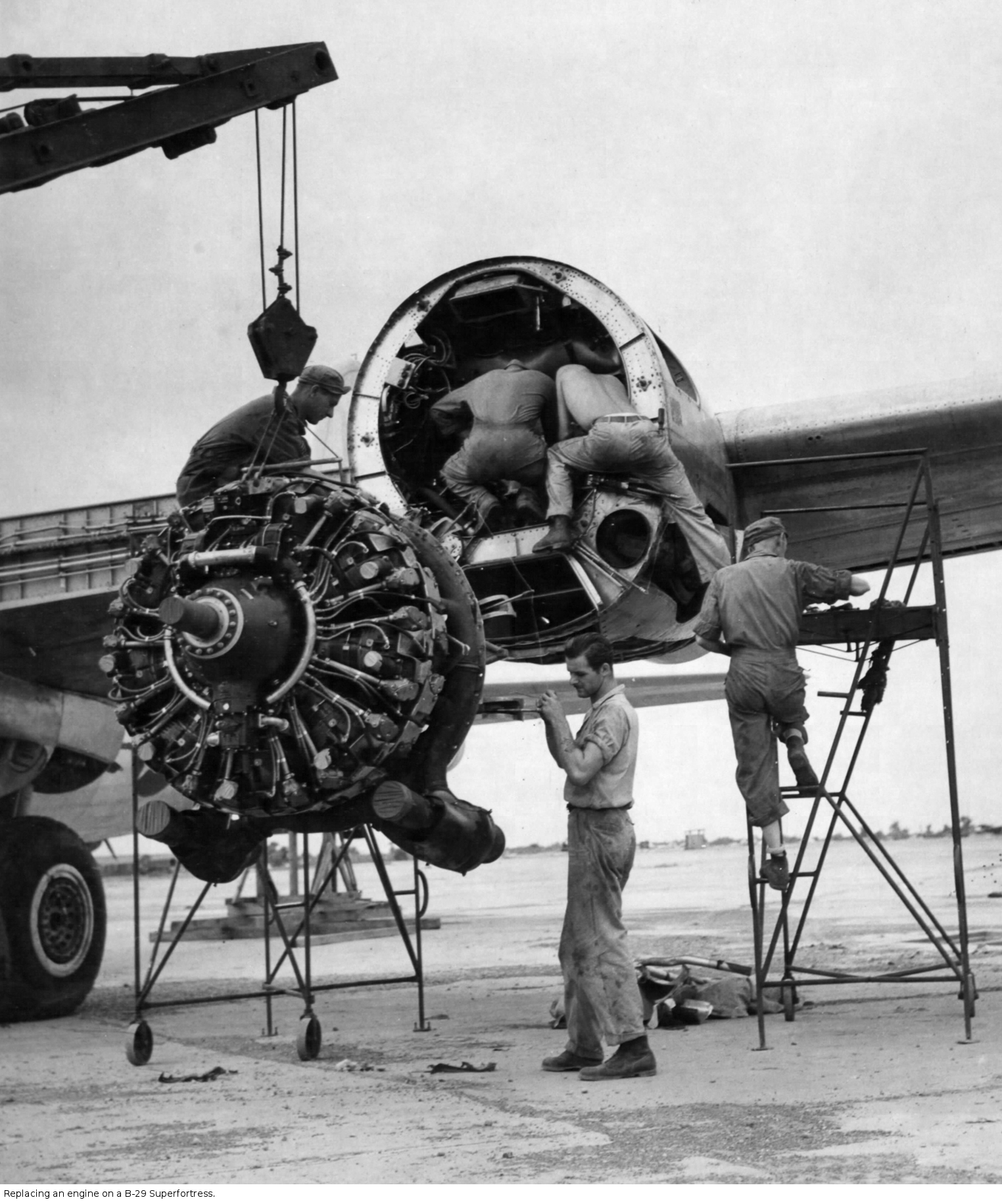 hight resolution of replacing an engine on a b 29