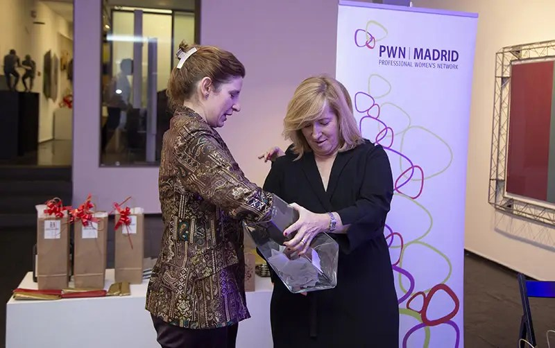 Tradicional rifa de PWN Madrid para mujeres profesionales