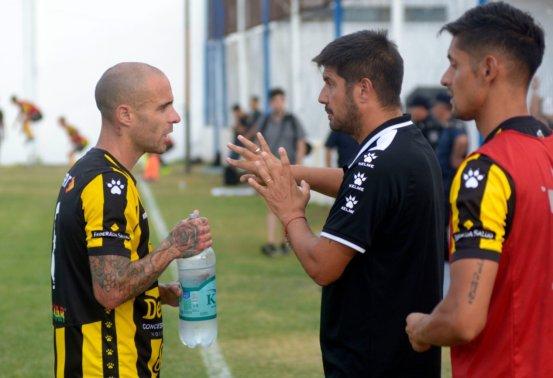 Alejandro Abaurre dejó de ser el entrenador de Olimpo