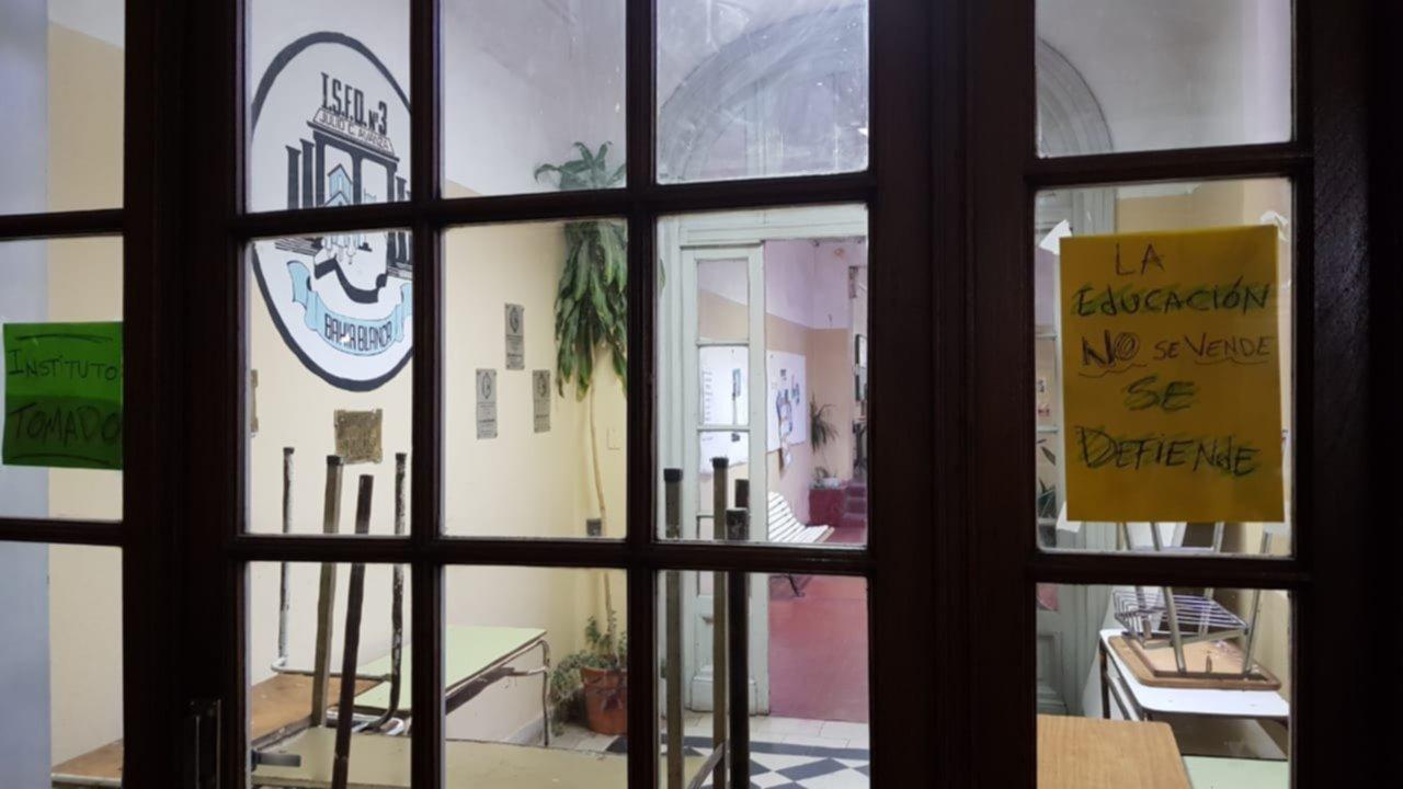 Alumnos tomaron el Instituto Avanza en reclamo de soluciones edilicias