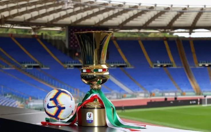 Il calcio professionistico ha riaperto i battenti con la Coppa Italia: nella settimana dell'8-14 giugno gli appassionati hanno assistito agli scontri di semi-finale tra Juventus-Milan e Napoli-Inter. La finale di Coppa Italia 2019/20 vedrà sfidarsi il Napoli e la Juventus. I bianconeri, che hanno superato il Milan in semifinale, affronteranno quindi la formazione allenata da Gattuso, che nell'altra semifinale ha avuto la meglio sull'Inter. Squadre in campo mercoledì 17 giugno allo Stadio Olimpico di Roma, con fischio d'inizio alle ore 21.00.