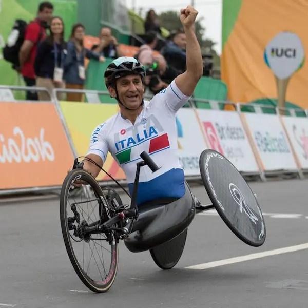 Alessandro Zanardi, nato a Bologna il 23 ottobre 1966, è un pilota automobilistico e paraciclista olimipionico.