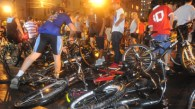 Maluco atropela ciclistas em POA RS