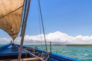 A l'intérieur d'un bateau de pêche traditionnel dans la mer émeraude de la baie d'Antsiranana (Diego Suarez), au nord de Madagascar