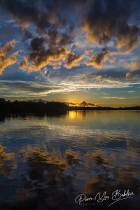 Paysage nuageux au lever du soleil près de Nosy Be, Madagascar