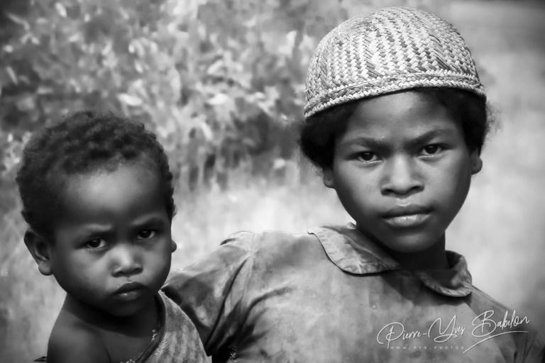 Enfants malgaches Betsileo près de  Fianarantsoa