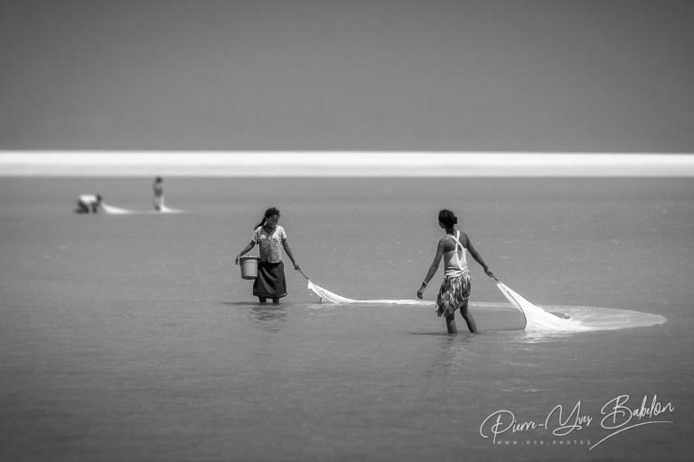 Des pêcheuses de crevettes à Morondava