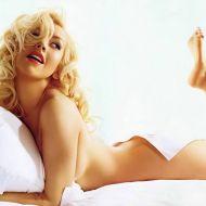 Christina Aguilera feet soles pose