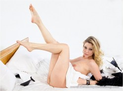Shanna Moakler nude feet