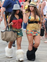 snooki-deena-snow-boats-01