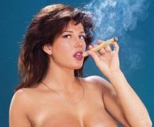 Holly Body nude cigar